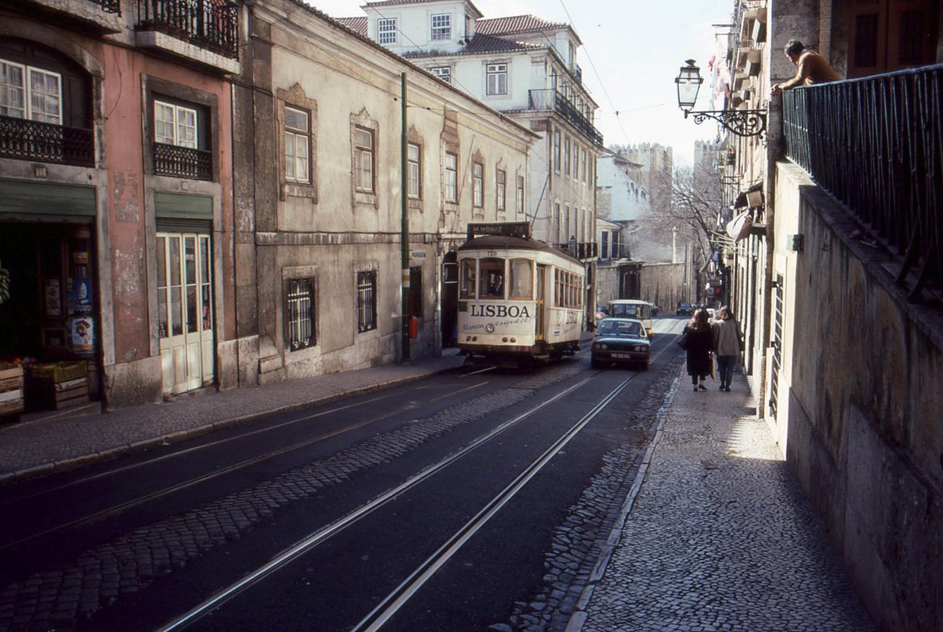 """alt=""""Lisbona"""""""